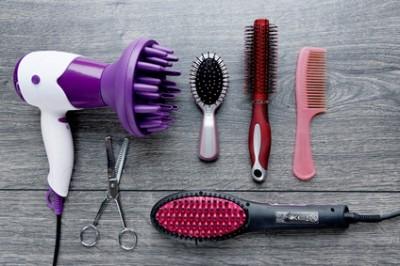 Matriel de coiffure : sche cheveux, lisseur, brosse, peigne, ciseaux ...